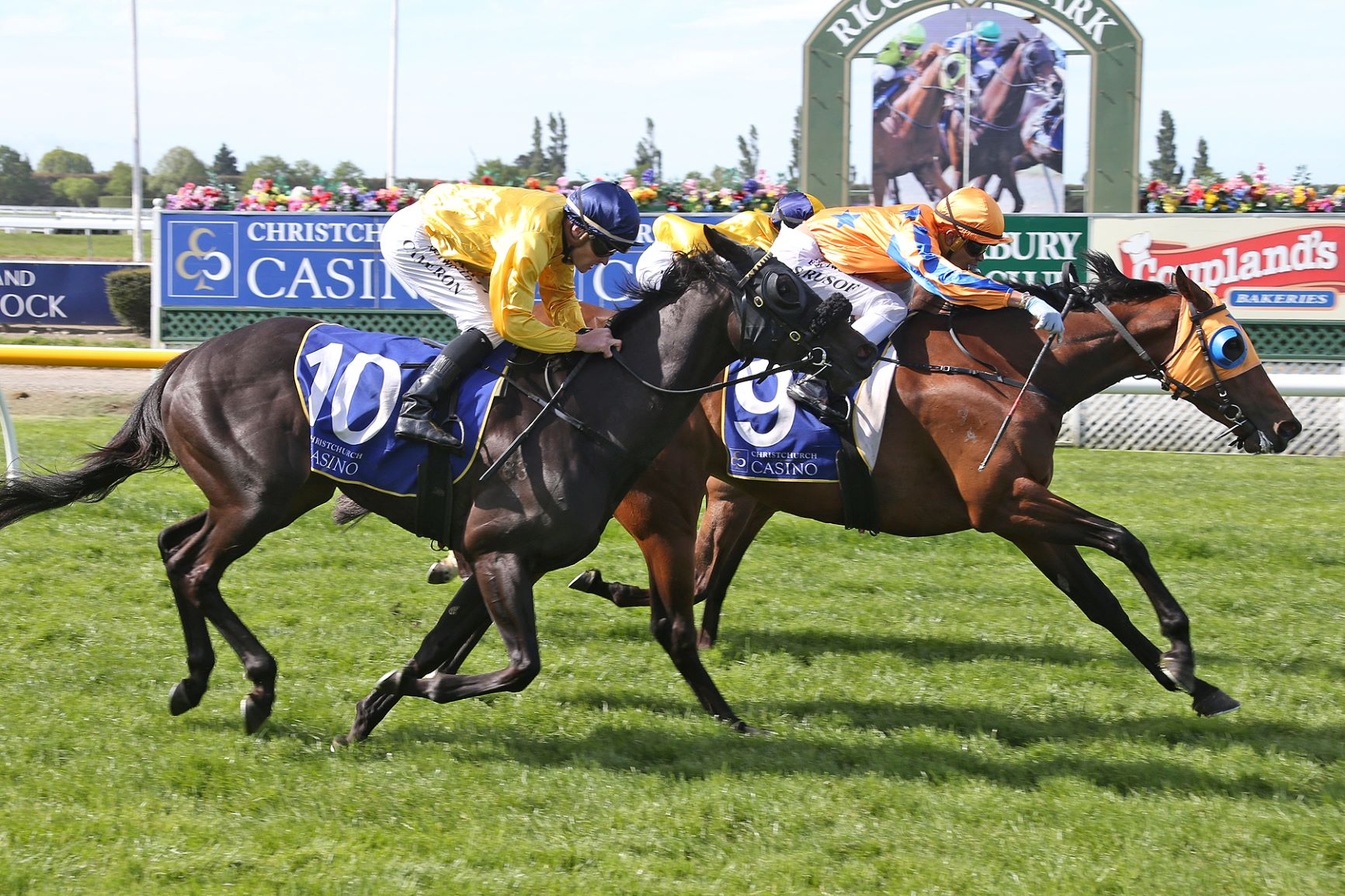 Swing Note fights off rivals to win the Listed Spring Classic at Riccarton